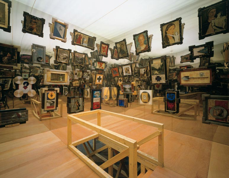 The Heart of Transcentrala, exhibition view at Ludwig Museum, Budapest, 1996