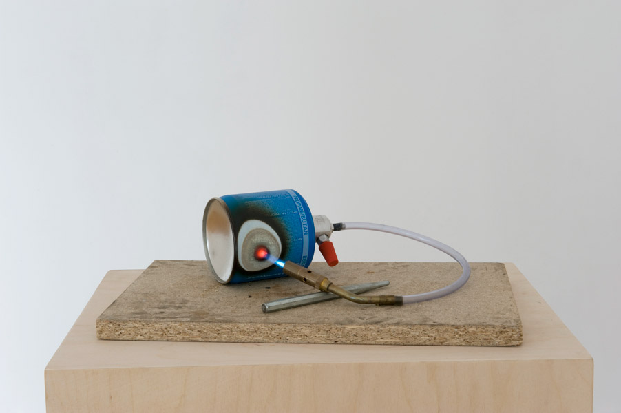 Untitled (gas loop) No 1, gas tanks, burner, wood, ca. 20 x 40 x 30 cm without pedestal, 2011