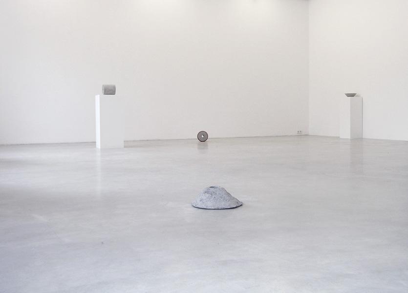 15 views of glass, exhibition view at Galerija Gregor Podnar, Berlin, 2009