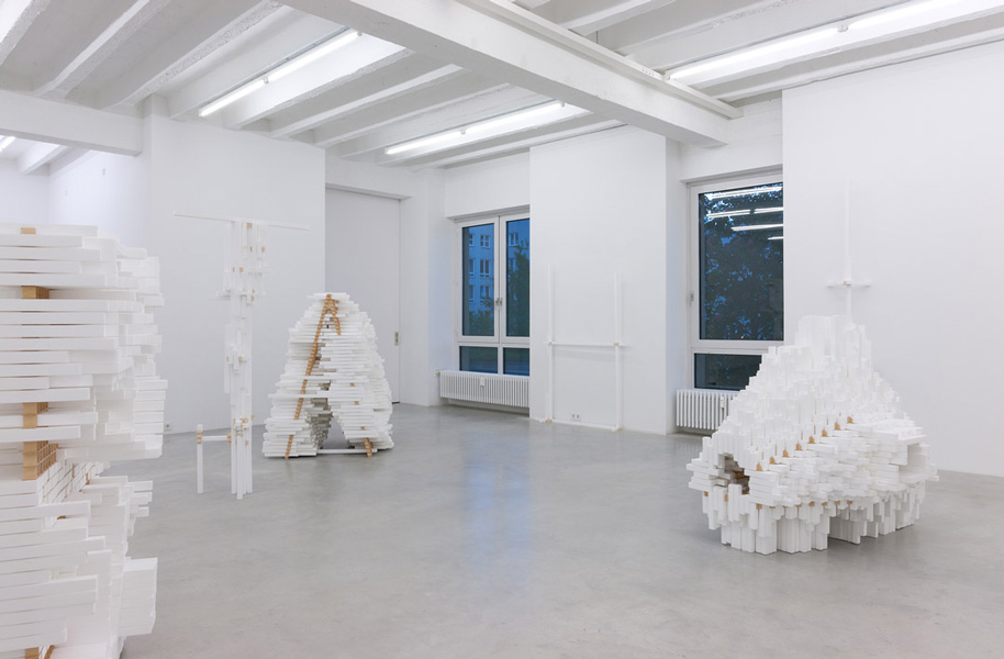 Tobias Putrih: A, H, O, I, !, ..., exhibition view, Galerija Gregor Podnar, Berlin, 2011. Photo: Marcus Schneider
