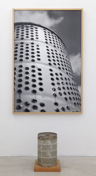 Untitled (container photo object), metal, wood, silver gelatin print, 208 x 104 cm (installation dimension), 1988