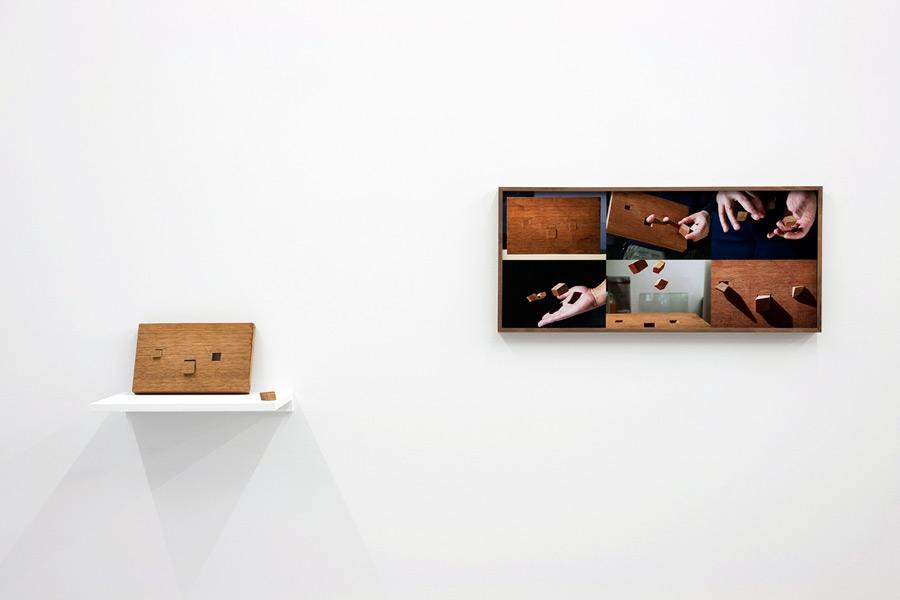 Attila Csörgő: Magnet Spring, exhibition view, Galerija Gregor Podnar, Berlin, 2009. Photo: Marcus Schneider