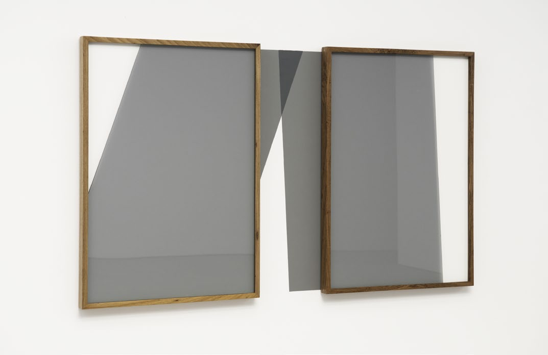 Projecao De Área Comum, wooden frame, glass and painting on wall, 100 x 175 cm, 2012