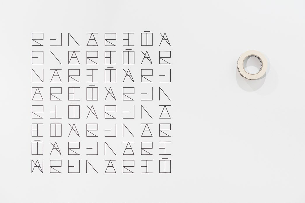 Relación concreta (tipografía externa, tipografía interna), vinyl, masking tape, variable size, 2015