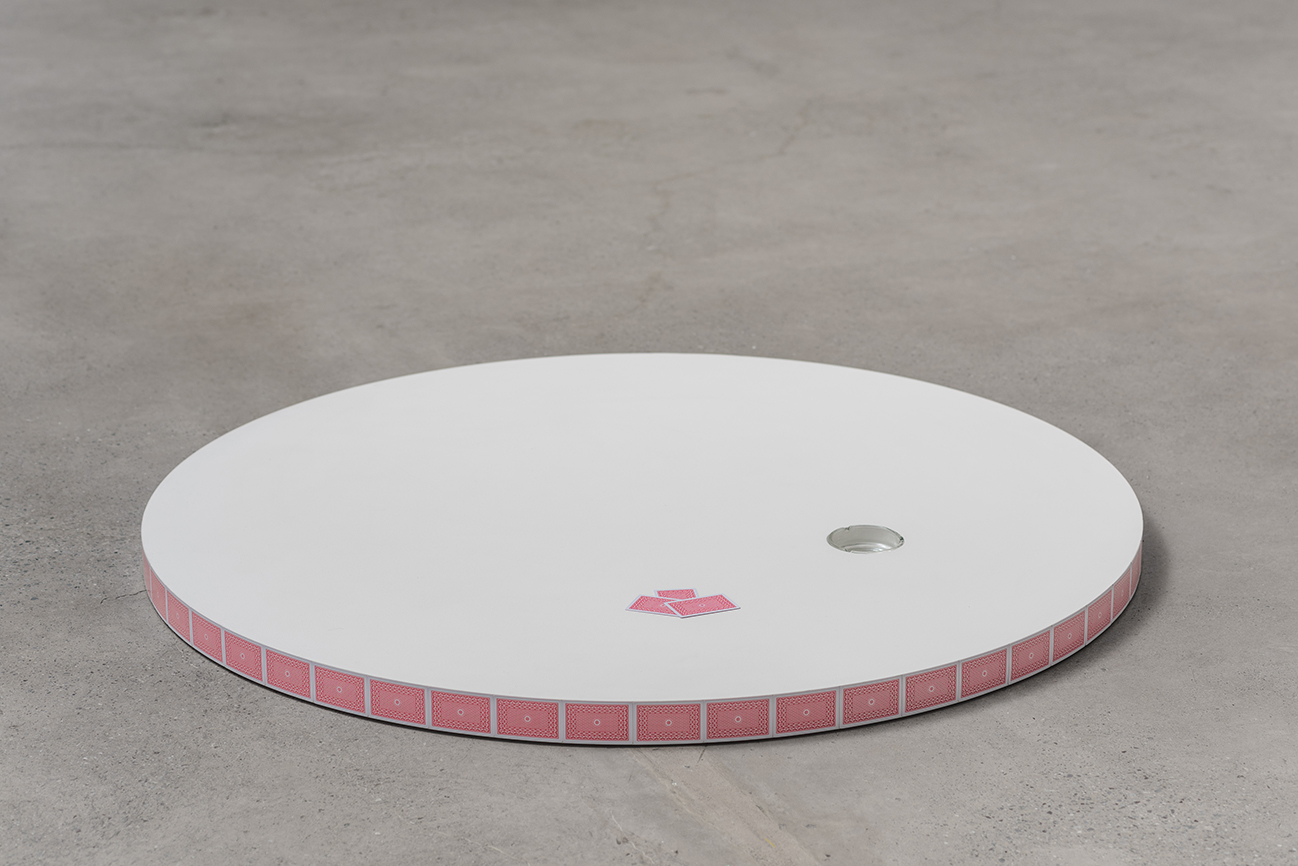 Duración interna, cards, ashtray, wood, Ø 142,9 cm  x 6 cm, 2016