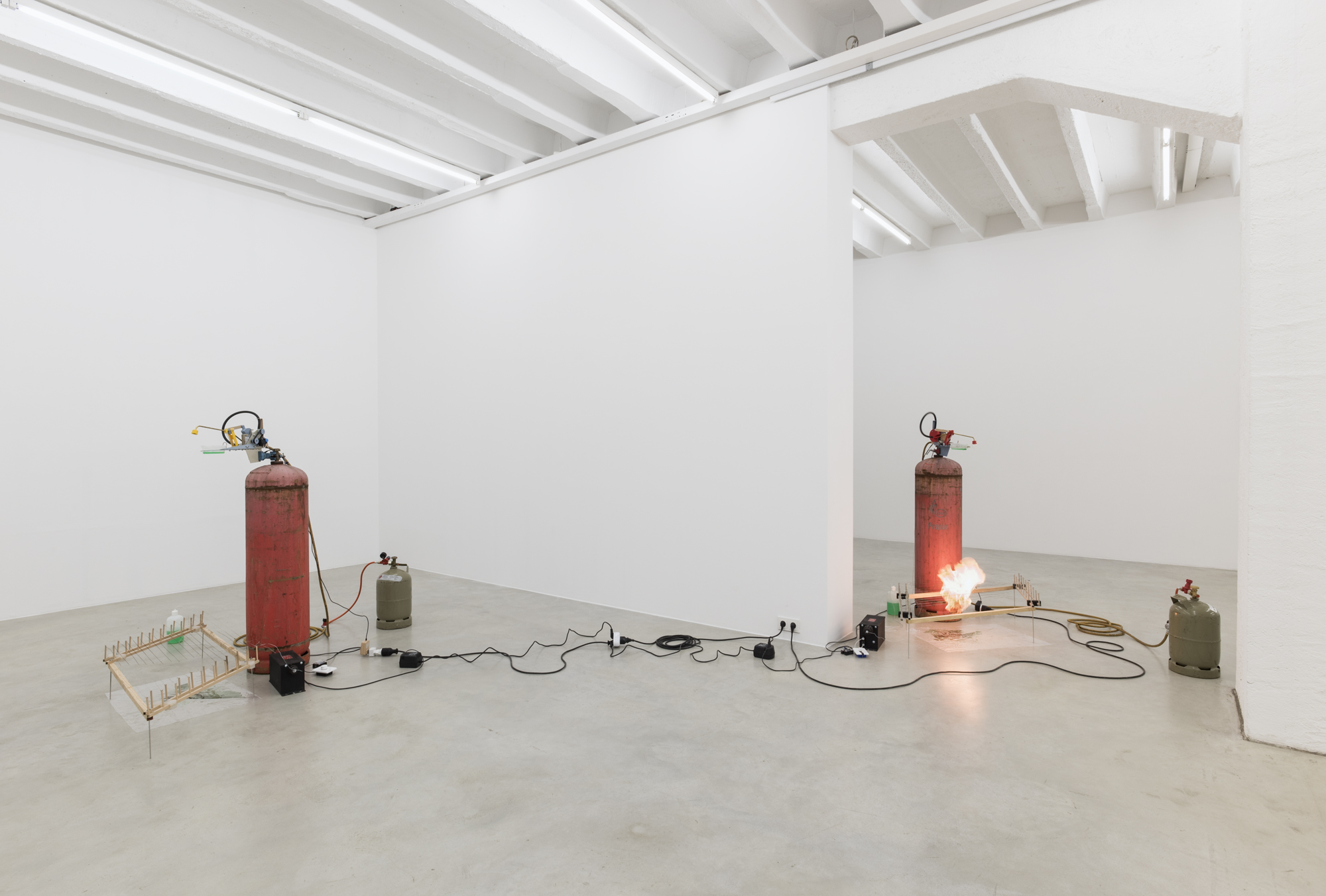 Ariel Schlesinger, Elvira, exhibition view, Galerija Gregor Podnar, Berlin 2017. Photo: Marcus Schneider