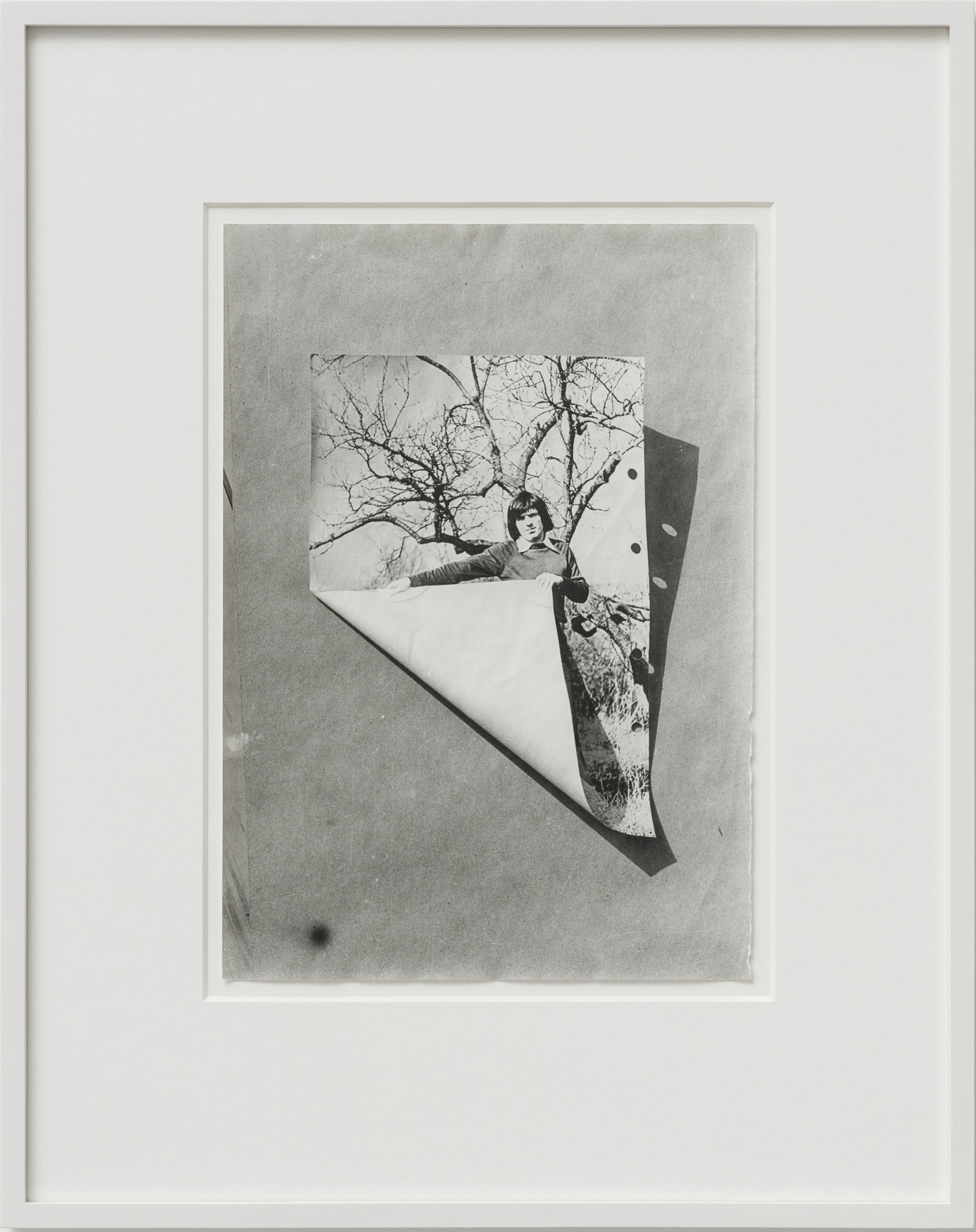 Ferenc Ficzek, Self-turning over, 1976, silver gelatin print on Dokubrom paper, 48 x 38 cm. Photo: Marcus Schneider