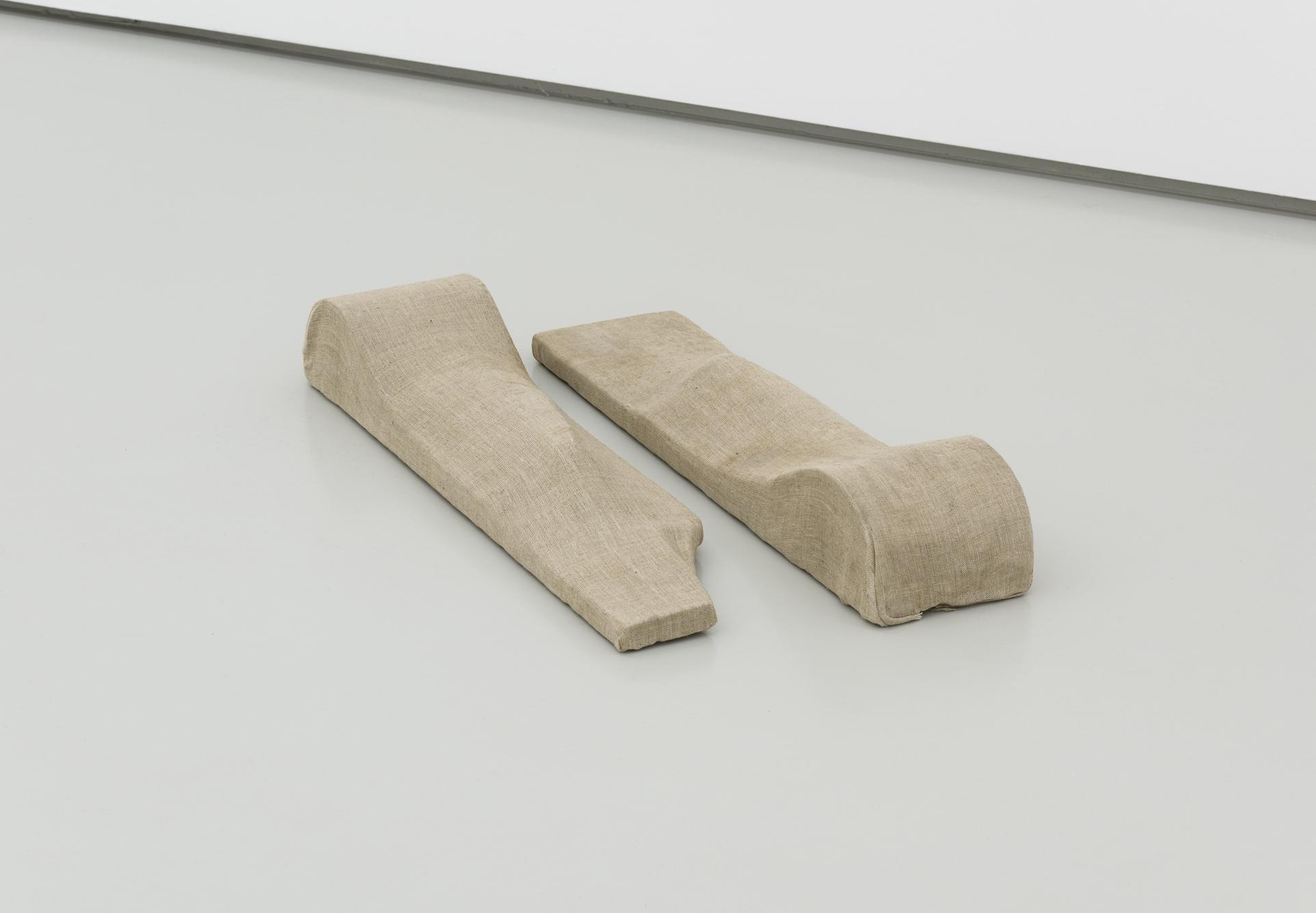 Ferenc Ficzek, Untitled, 1983, formed canvas, wood, 65 x 15 x 10 cm each. Photo: Marcus Schneider